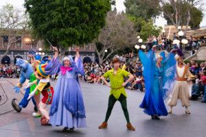 豪華で記念碑的なフィナーレ:ディズニーランド新パレード「Magic Happens」ユニット5