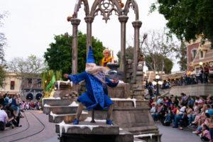 ディズニーランド伝統の魔法の瞬間がパレードに:ディズニーランド新パレード「Magic Happens」ユニット7