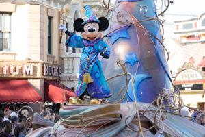オープニングはミッキー:ディズニーランド新パレード「Magic Happens」ユニット1