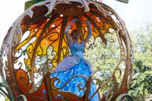 シンデレラの輝くかぼちゃの馬車:ディズニーランド新パレード「Magic Happens」ユニット6
