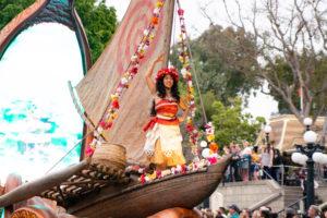 モアナとマウイが初登場:ディズニーランド新パレード「Magic Happens」ユニット2