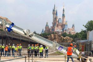 上海ディズニーランド『ズートピア』エリアに最初の鉄骨が建つ