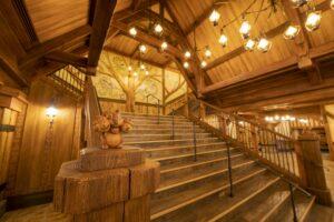 東京ディズニーランド最大の屋内シアター「ファンタジーランド・フォレストシアター」がオープン